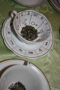 tea-leaves-in-cup-before
