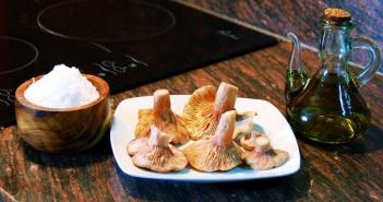 Mushrooms Oil Salt